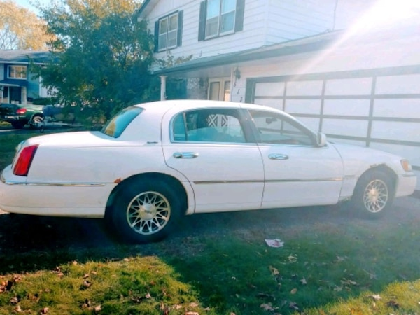 Used Lincoln Town Car 2000 For Sale In Roseville Letgo