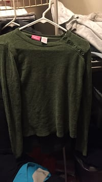 "women's green long-sleeved boat-neck shirt, size Small. ""Cappagallo"" brand Barre, 05641"