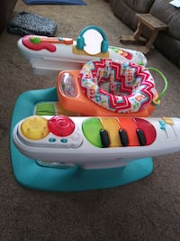 Fisher Price bouncer musical seat, keys on side & feet. Great!