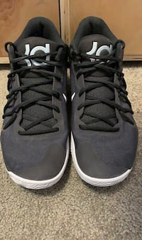 Men's KD Trey V Basketball Shoe Kelowna, V1Z