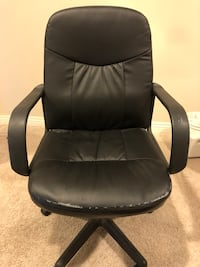 Leather office chair, reclines and goes up and down. Los Angeles, 91303