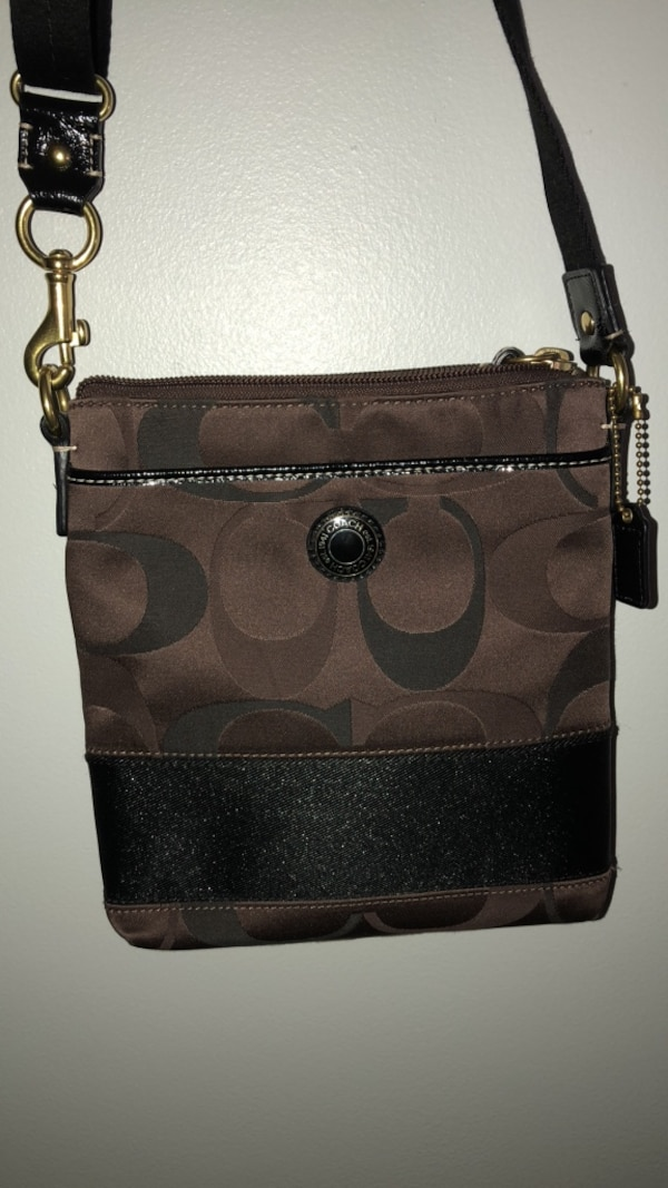 Used coach crossbody purse for sale in Wesley Chapel - letgo fff480df78672