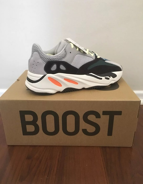 Adidas Yeezy wave runner 700 SIZE 9.5 BRAND NEW