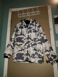 Unisex camo fall jacket Winnipeg, R2L 0J6