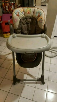 Lightly used high chair St. Catharines, L2T 0A1