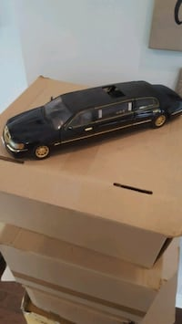 Dicast 1/18 Lincoln town car limo