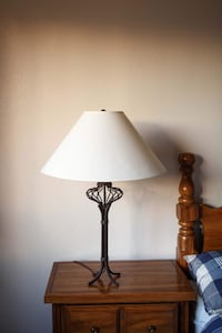 brass base white shade table lamp Едмонтон, T6E 1P6