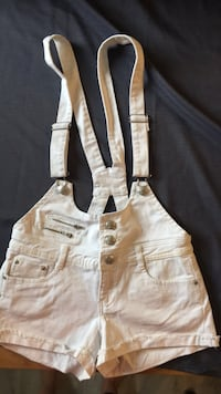 Overall shorts white size 7 Kitchener, N2M
