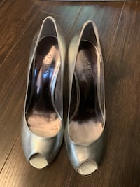 Silver Guess Peep-Toe Shoes - Size 71/2 Mississauga, L5B
