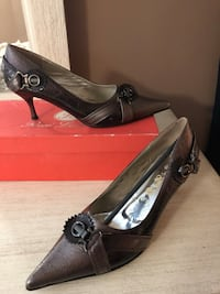 New Pair of brown leather pointed-toe pumps Edmonton, T5E 2B7