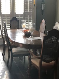 Dining table 6 chairs  Shreveport, 71118