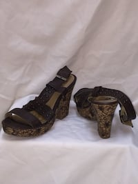 pair of brown open-toe wedges  Coquitlam, V3J 1T4