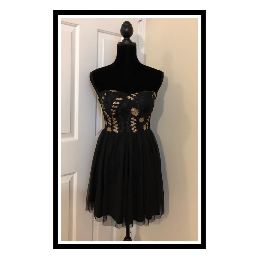 charlotte russe Elegant Sweetheart Strapless..Dress Size Small