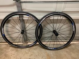 Road bike wheels and tires set
