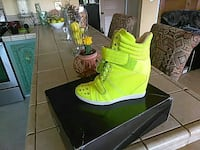 unpaired green high-top shoe with black box Fairfield, 94533