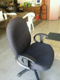 Heavy duty office swivel chair  Victorville, 92392