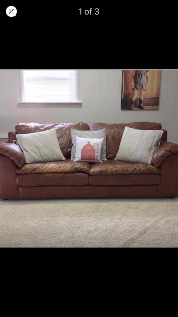 Leather couch -Sealy 195aff03-9b8a-4b4f-83c0-02b159f27394