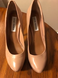 pair of beige leather pumps Mississauga, L4Y 4E2