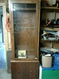 Oak wood gun cabinet  Brunswick, 21716