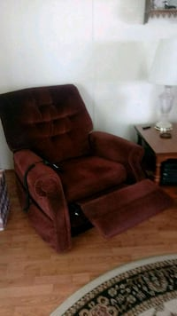 Recliner lift chair Haines City, 33844