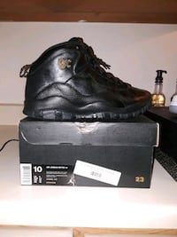 pair of black leather work boots with box 75 mi