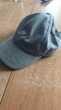 Casquette nike neuf grise 6156 km