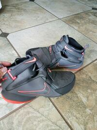YOUTH NIKE LEBRON JAMES SOLIDERS (Size 7Y) Tampa, 33615