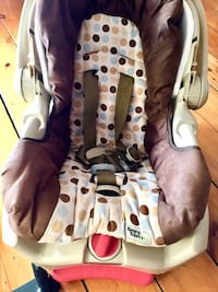 baby's brown and white car seat carrier Montréal, H2L 2X8