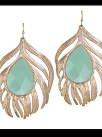 Kendra Scott Statement earring in Chalcedony color .Rare!