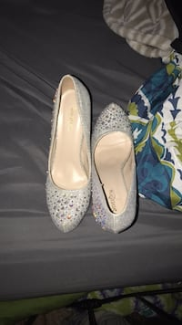 Silver diamond and glitter heels.  Happy Valley, 97089