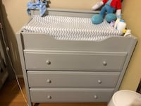 Grey wooden 3-drawerchanging table  27 km