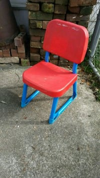 red and blue plastic chair Metairie, 70001