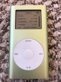 Apple iPod mini with almost 1000 songs 45 km