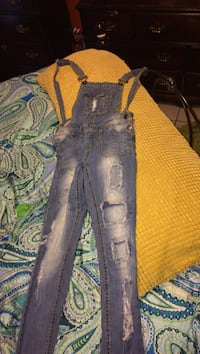 Ripped jean overalls | size 1 | great condition   Hattiesburg, 39401