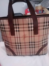 Authentic Burberry tote bag used only a few times Laval, H7W 4E6