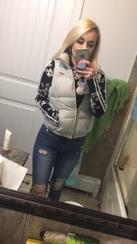Hollister puffy vest Port Coquitlam, V3C 1R3