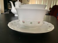Gravy boat with attached underplate Kitchener, N2K 1B7