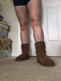 Size 7W Ugg Style Boots