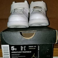 pair of white Air Jordan basketball shoes with box Des Moines, 98198