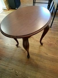 Solid wood Oval end table Damascus, 20872