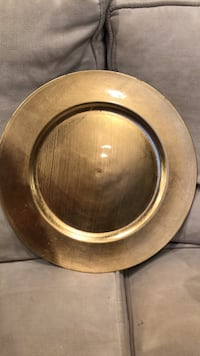 Plastic gold charger decorative plate