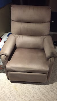 Rocker recliner  Kitchener, N2M 1T9