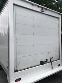 28ft enclosed trailer  VICTORIA