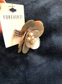 Flower Ring size 7 new never used  Laguna Niguel, 92677