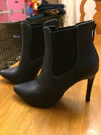 Navy blue ankle boots 7.5 Beaumont, T4X 1G8