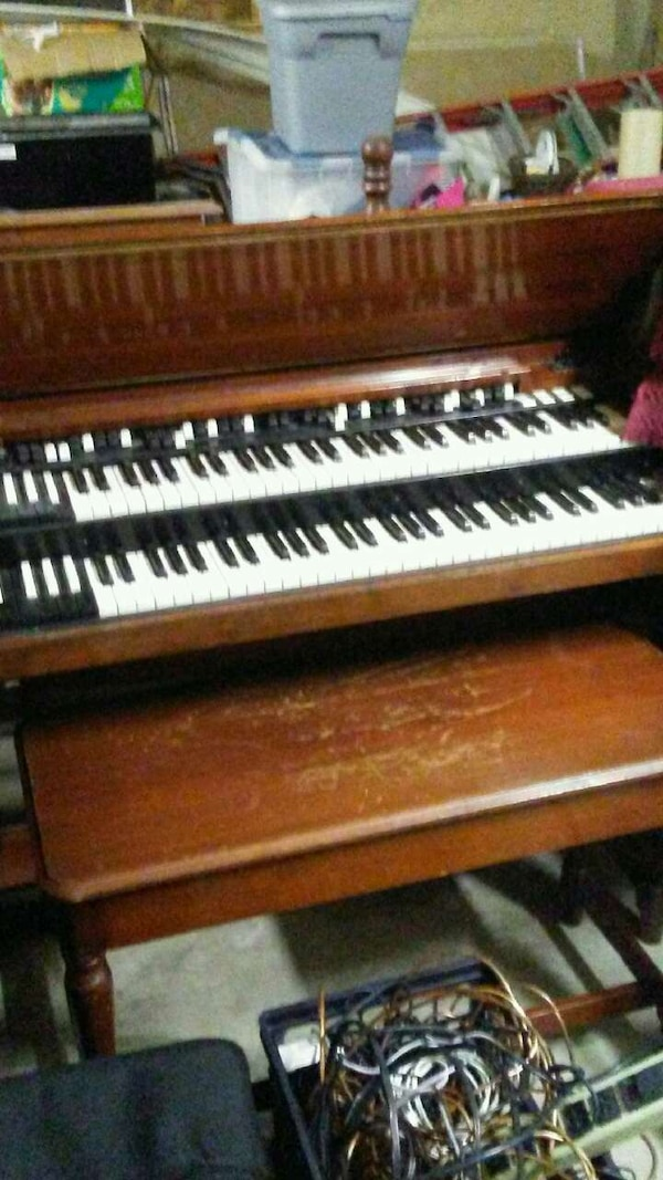 hammond B3 organ with leslie ,snake,and foot pedal