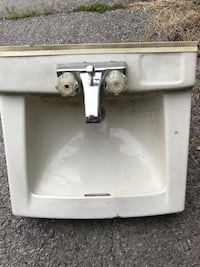 Used wall sink Orchard Hills, 21742