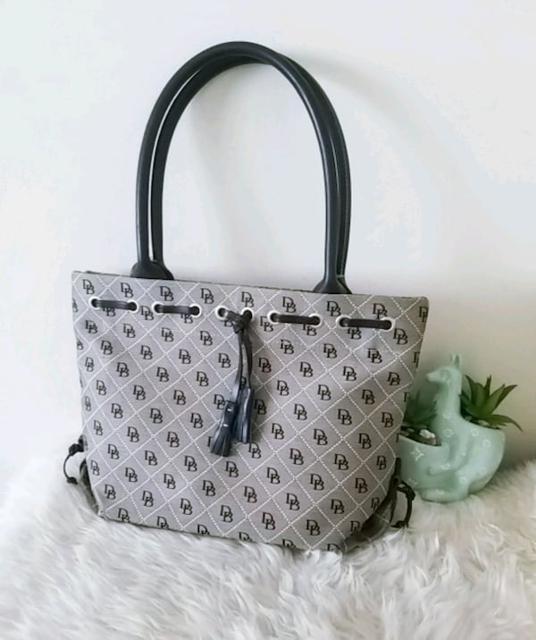 Dooney & bourke purse signature tote bag f48f4543-f4d4-4aed-87d1-202b2676ff3f