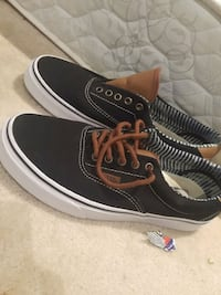 pair of black Vans low-top sneakers size 9 St. Catharines
