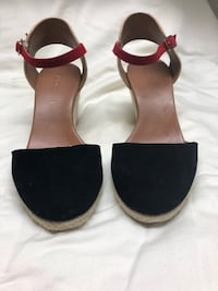Aldo wedge black sandals with red ankle strap Toronto, M3M 2J2